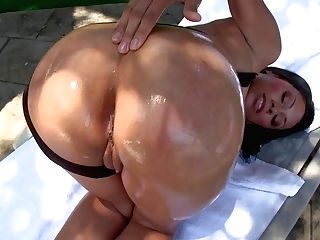 Ultra Hot Sexy Cassandra Cruz Shows Off Her Humid Bubble