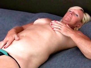 Mom Gets Ready For Masturbating