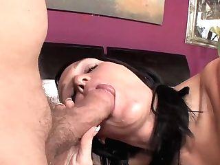 Lusty Bobbi Brixton Has Hot Sixty Nine In Bedroom