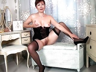 Matures Housewife Kitty Creamer Is Masturbating Her Old Spread Snatch