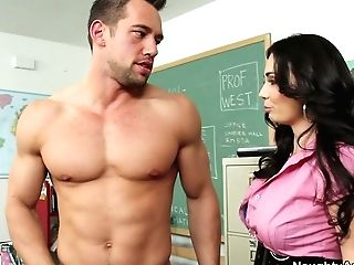 Fucking Hot Dark-haired Tutor Holly West Has Nothing Against Sucking A Dick