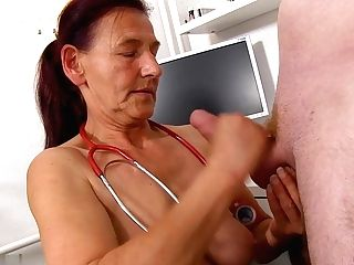 Dr. Linda Loses Self-manage At The Glance Of A Large Fuckpole